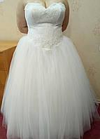 Пышное белое свадебное платье с кружевом и вышивкой, размер 56, б/у