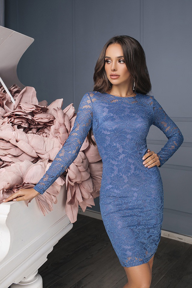 Платье футляр из гипюра