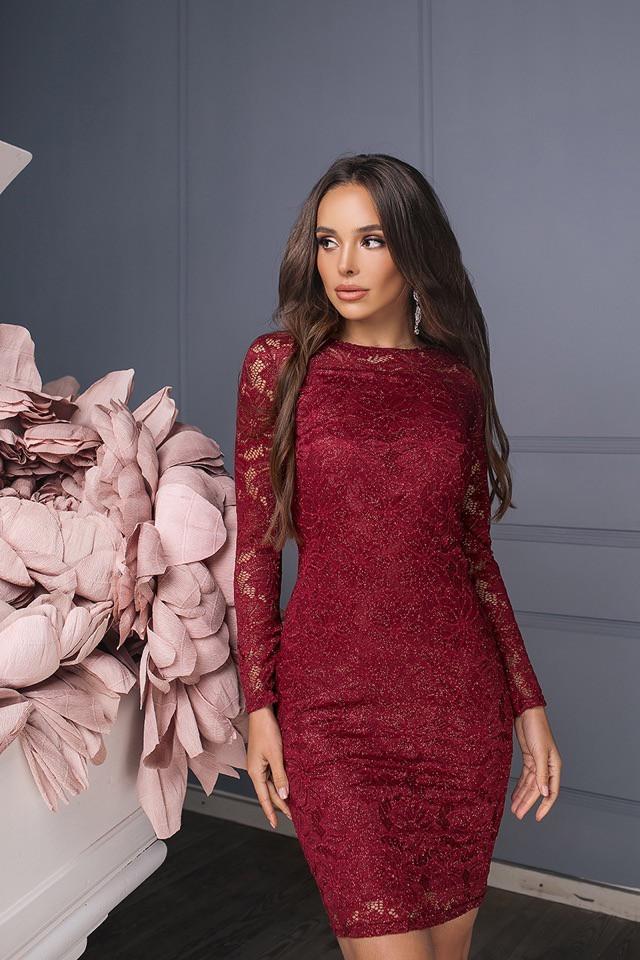 Бордовое гипюровое платье