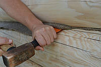 Конопатка дома утепление швов деревяного сруба дома бани.