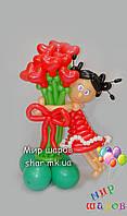 Девочка с букетом сердец из воздушных шаров