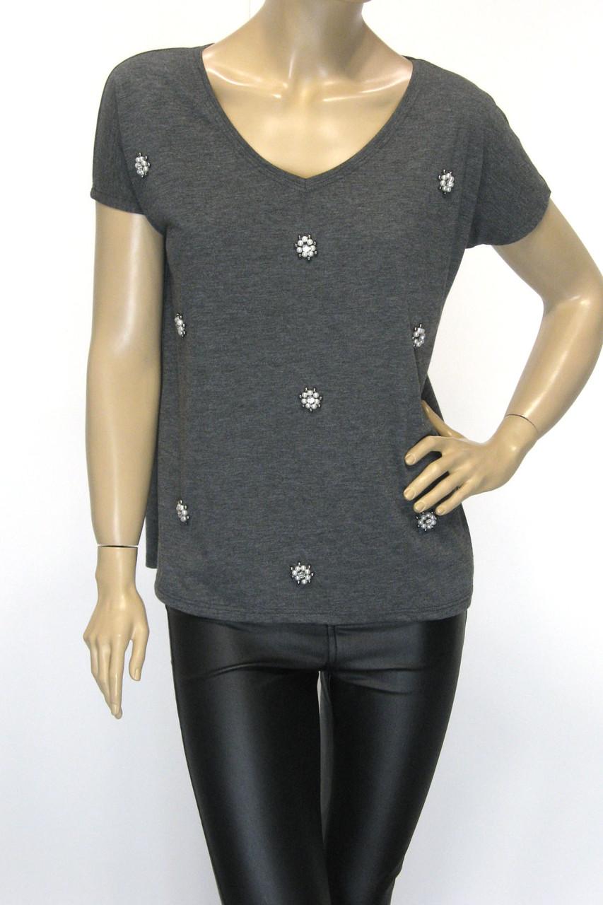 Коротка сіра жіноча футболка із стразами