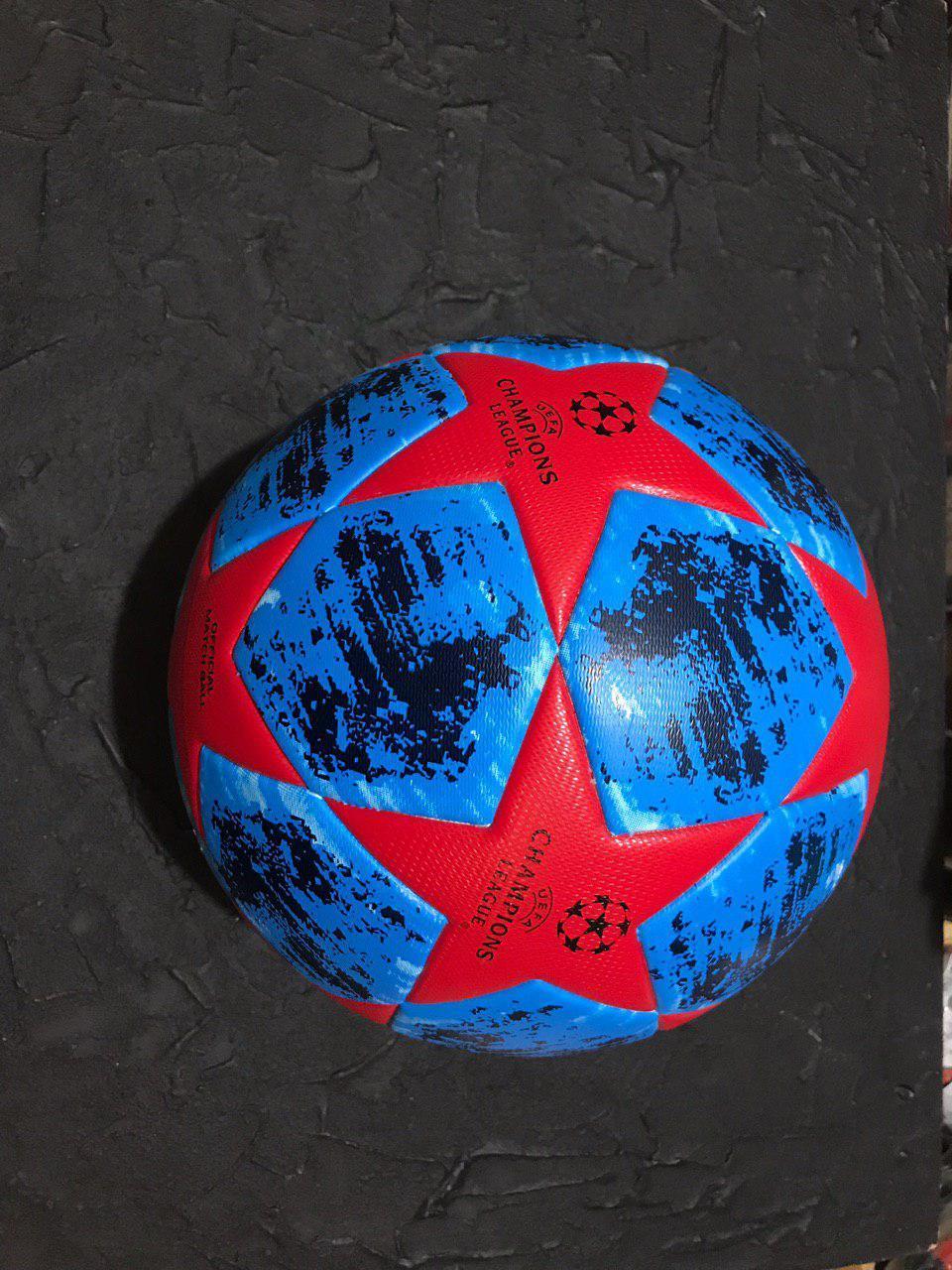 Футбольний м'яч ліги чемпіонів синьо-червоний