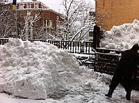 Вывоз снега 8 м.куб.с центра в Киеве.Сбиття льда.Уборка снега вручную