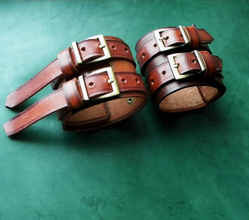 Кожаные  браслеты с надписью