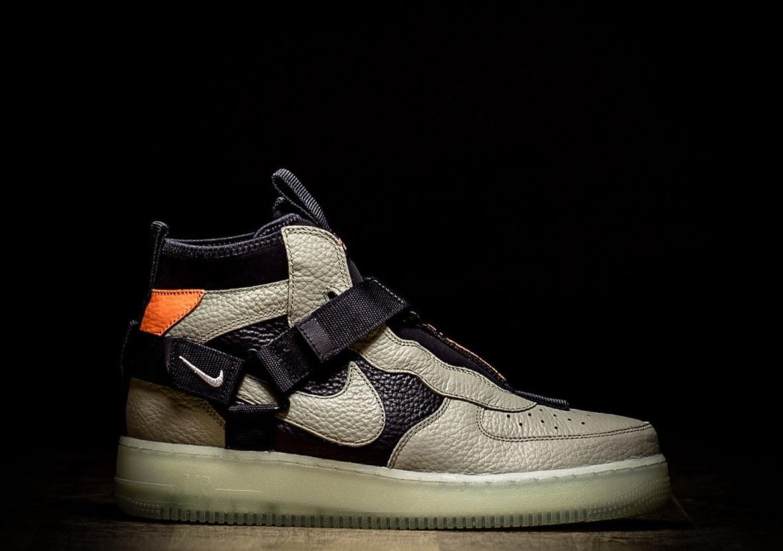 a5a60b08 Оригинальные мужские кроссовки NIKE AIR FORCE 1 UTILITY MID SPRUCE FOG,  фото 1