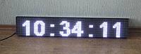 Светодиодные часы белого цвета.