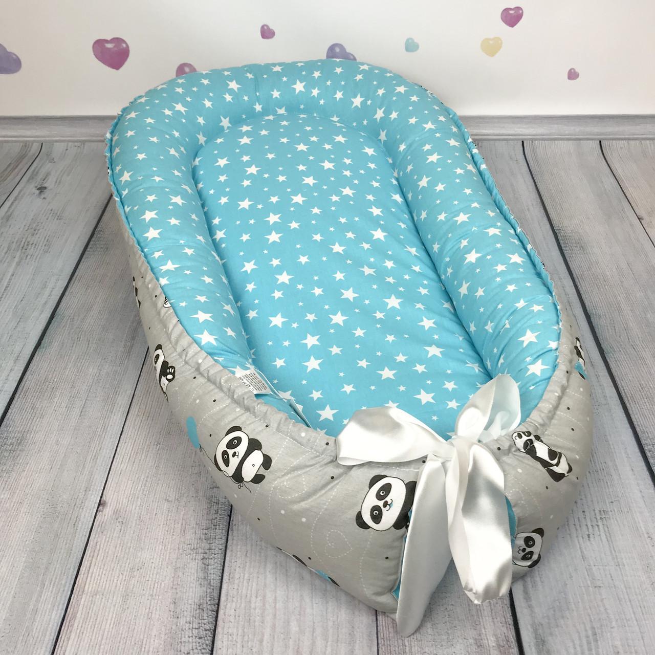 """Кокон-гнёздышко для новорожденного """"Pandas in Blue"""" с поролоновым матрасом"""