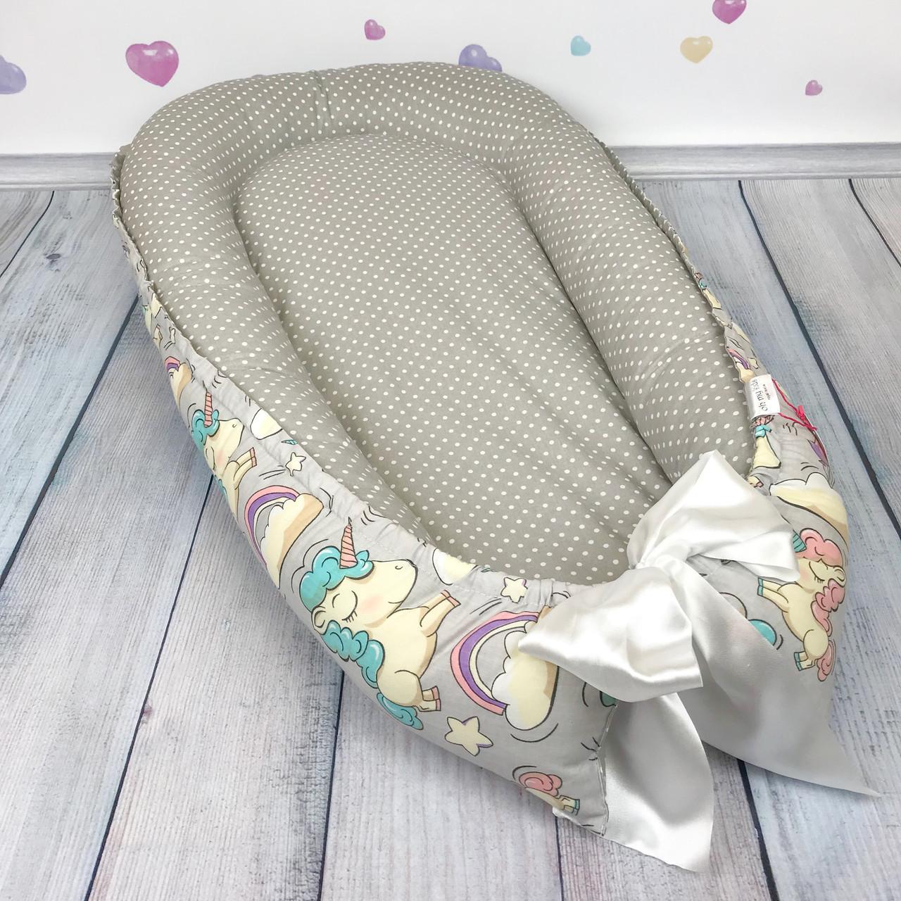 """Кокон-гнёздышко для новорожденного """"Uniсorns in Grey"""" с поролоновым матрасом"""