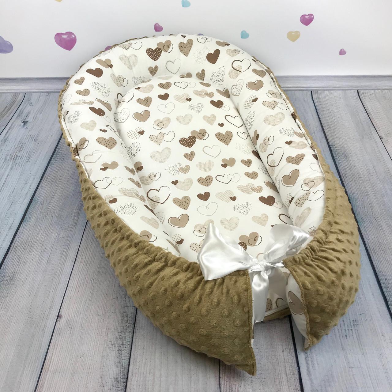 """Кокон-гнёздышко для новорожденного с кокосовым матрасом """"Коричневые Сердечки"""""""