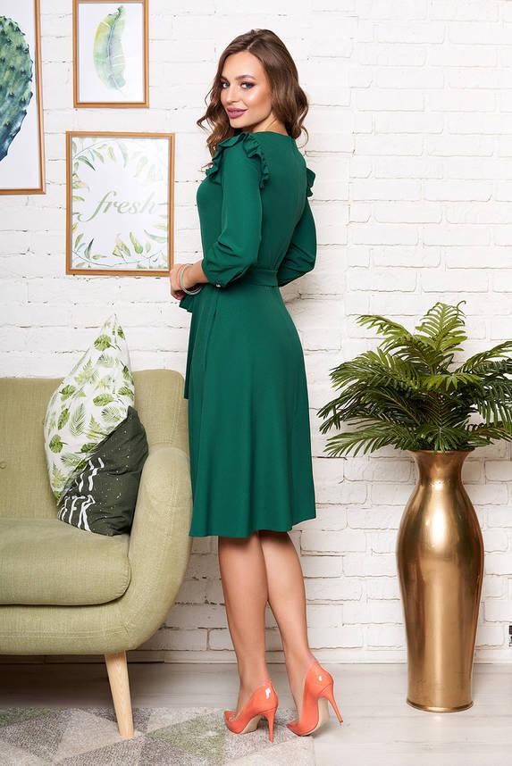 Красивое изумрудное платье миди с рюшами и поясом, фото 2