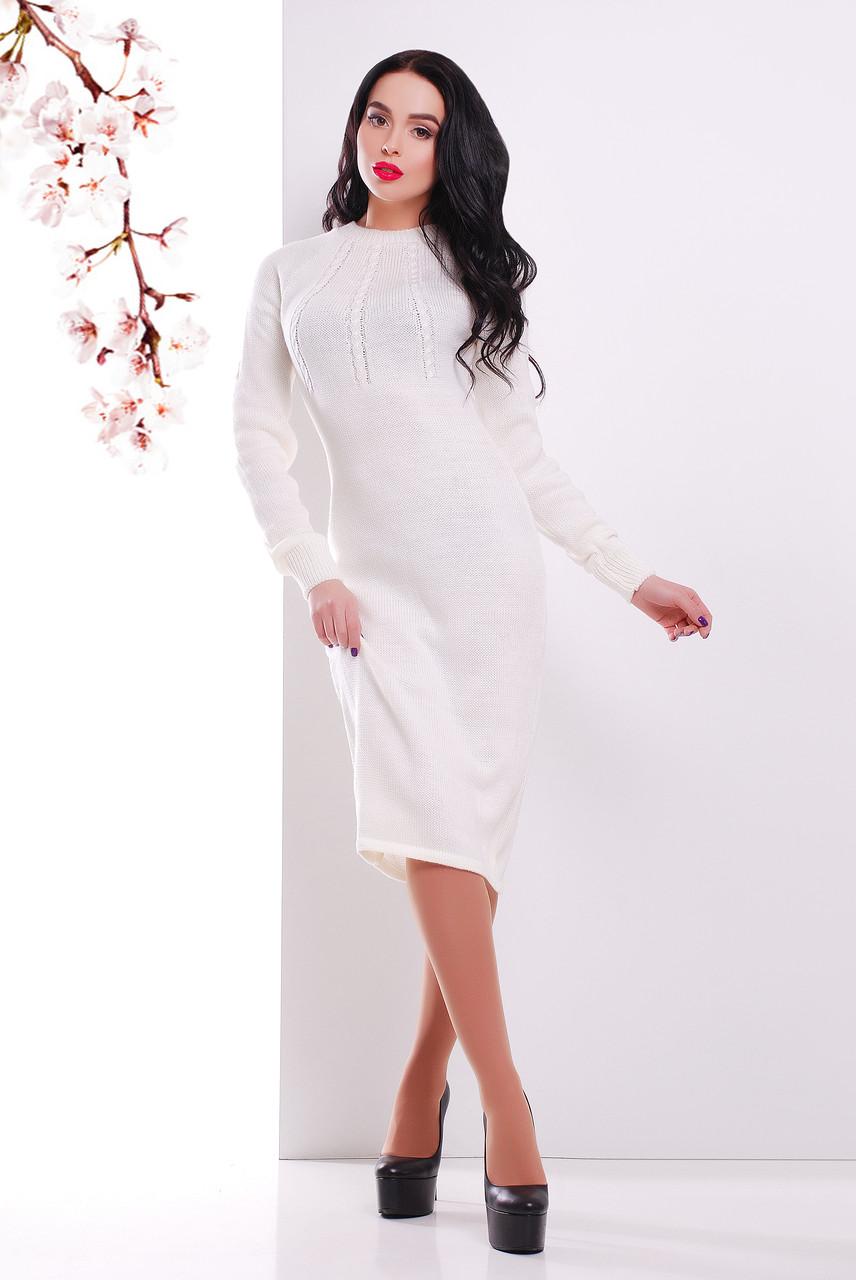 Вязаное платье ниже колен молочного цвета