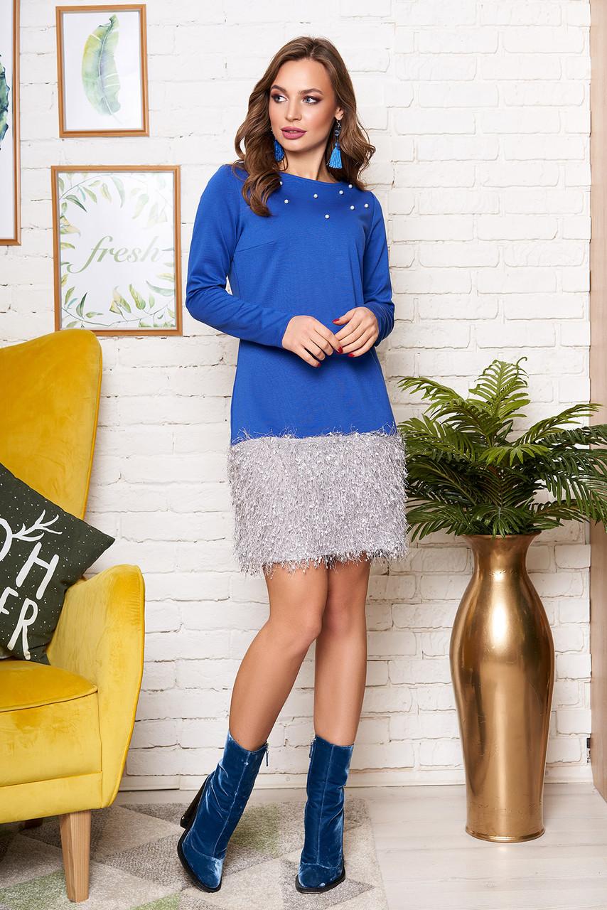 Красивое синее трикотажное платье с бусинами