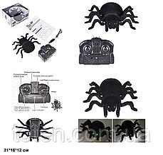 Робот-павук Тарантул повзає по стіні і по землі на радіокеруванні FY-878, світло очей