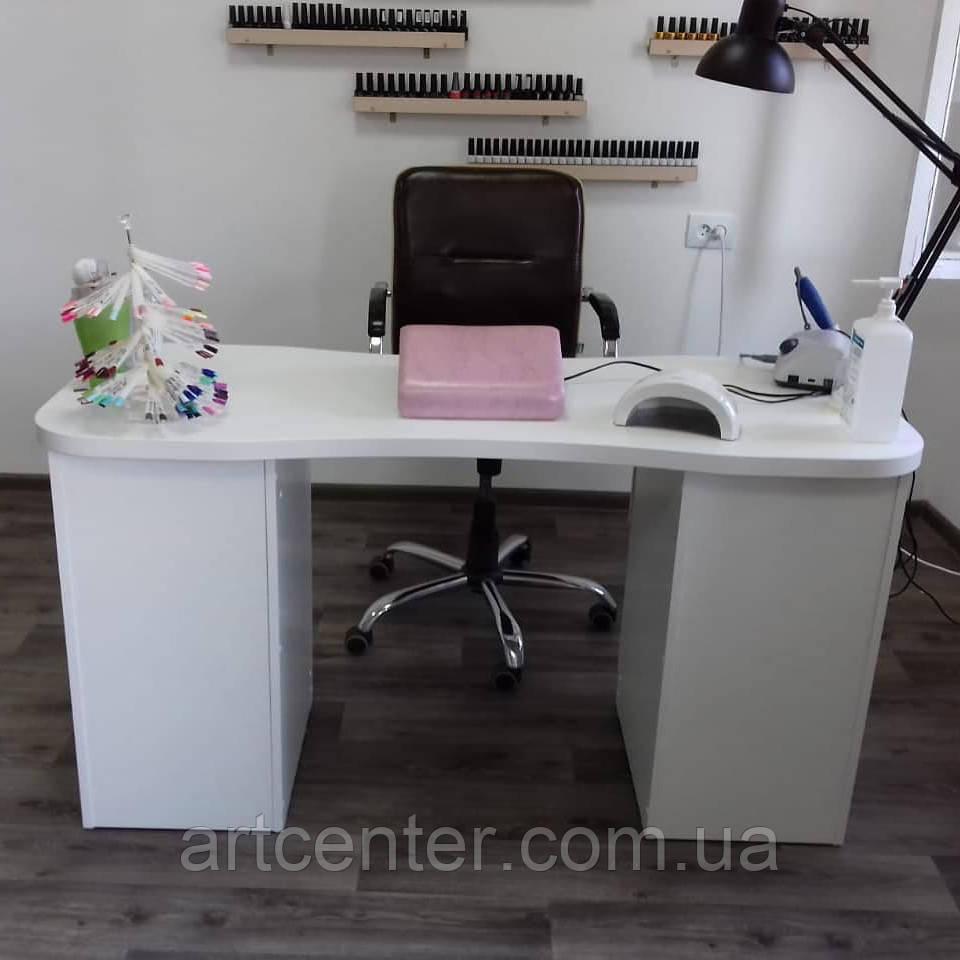 Місткий стіл для манікюру, манікюрний стіл з вигнутою стільницею