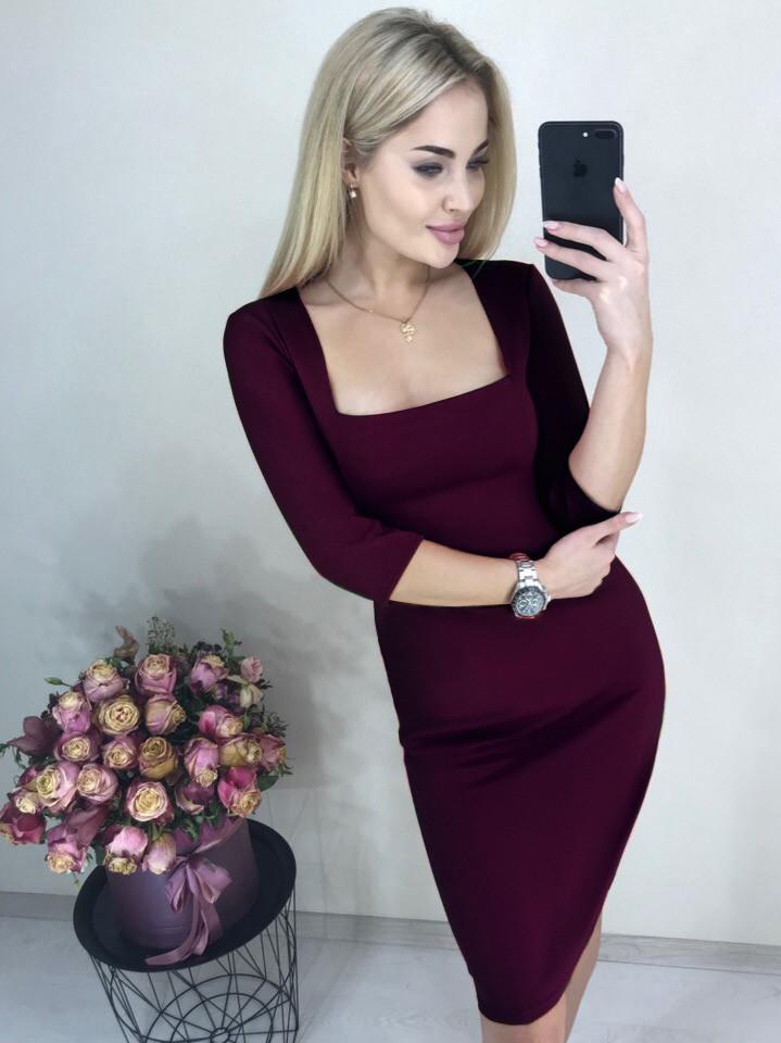 Элегантное платье миди облегающее декольте рукав три четверти марсала
