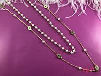 Жемчужные бусы и золотая цепочка 19885 красивое сочетание на женской шеи
