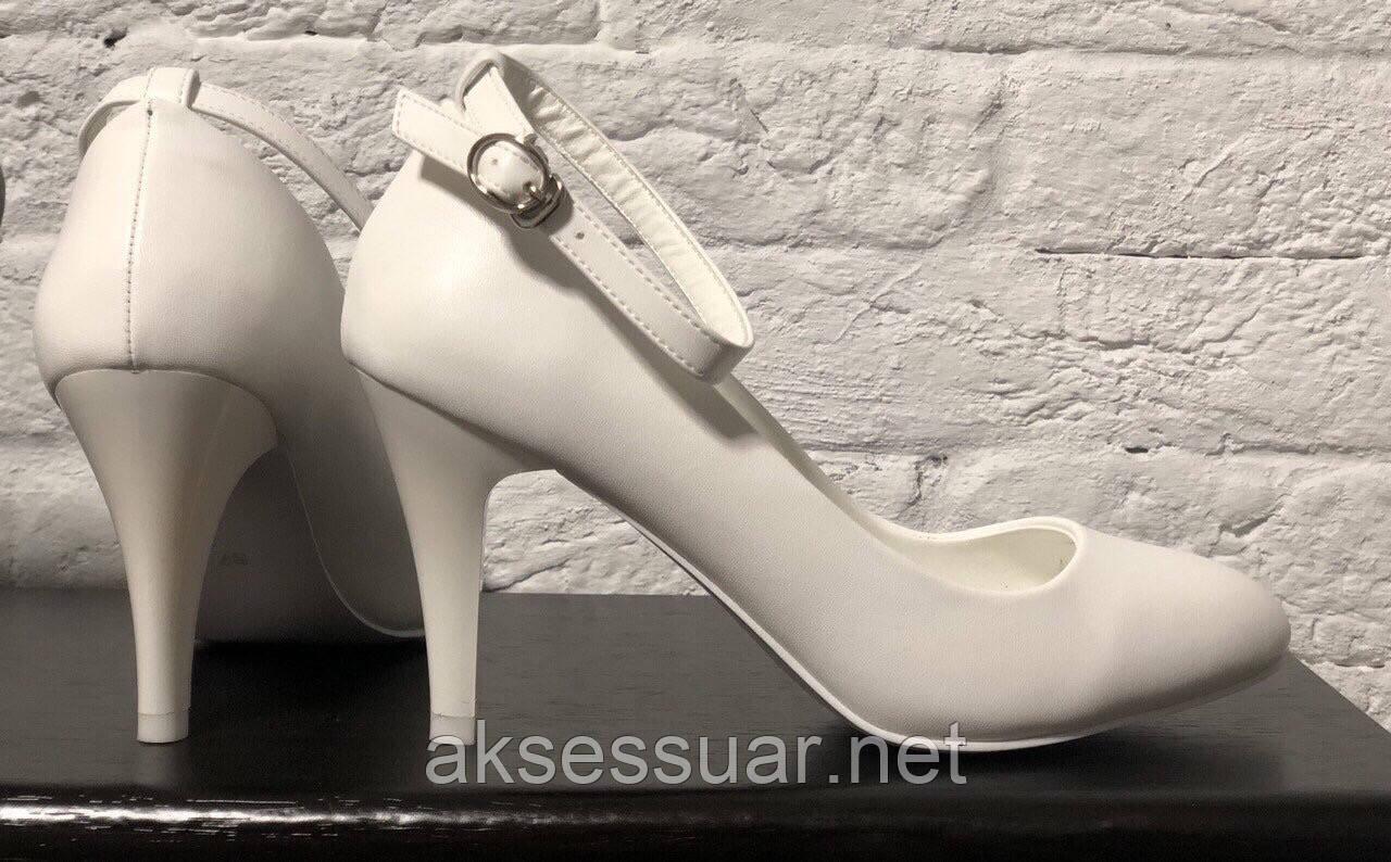Весільні білі туфлі