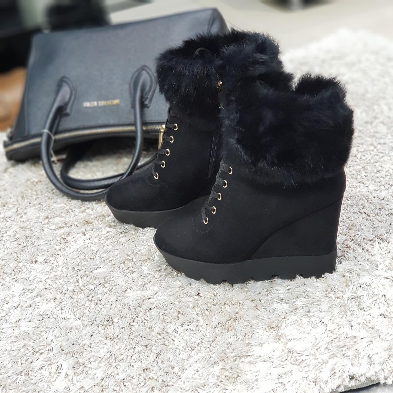 Ботинки женские зимние искусственная замша и искусственный мех черные на танкетке