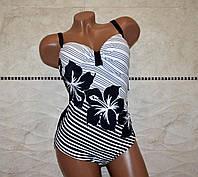 Эффектный, 48 размер, черно-белый классический женский слитный  купальник с узором цветы.