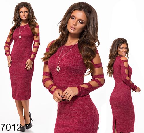 Облегающее платье с украшением (бордовый) 827012
