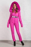 Зимний лыжный женский комбинезон ярко розовый на пуху  с натуральным  мехом, фото 1