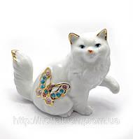 Фигурка Кошка с бабочкой фарфоровая