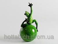 Интерьерная фигурка из керамики Лягушка на шаре