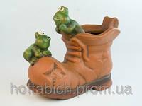 Фигурка  из керамики  Лягушки на ботинке