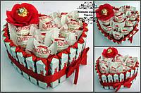 Композиція торт з кіндер шоколаду серце MAXI з Раффаелло. Подарунок на День народження,річницю, 14лютого