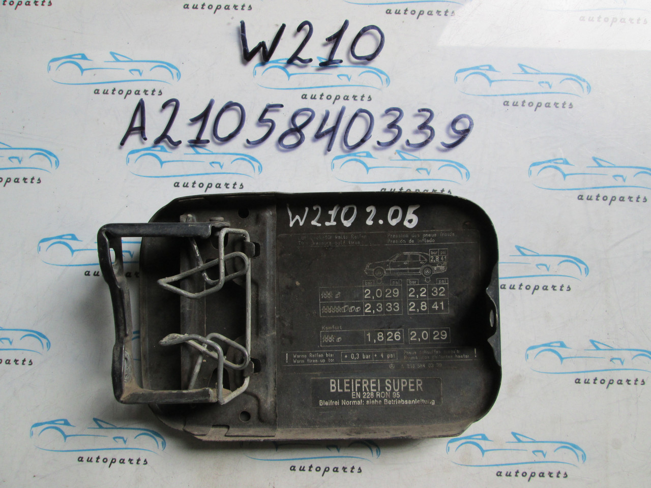 Лючок бензобака Мерседес 210, Mercedes W210 A2105840339