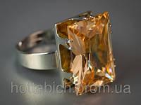 Перстень с камнем дымчатый цвет