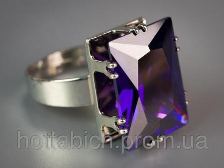 Перстень с камнем фиолтовый цвет