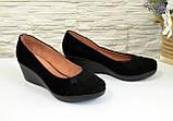 Замшевые женские туфли на невысокой танкетке, фото 2