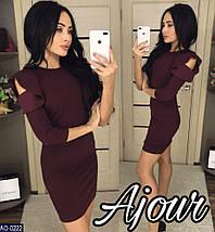 f537a231dca1eba Стильное платье короткое облегающее рукав три четверти на плечах волан креп  дайвинг черного цвета, фото