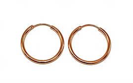 Серьги-кольца гладкие фирмы Xuping.Цвет: позолота с красным оттенком. Диаметр серьги: 2,5 см. Толщина: 2 мм.