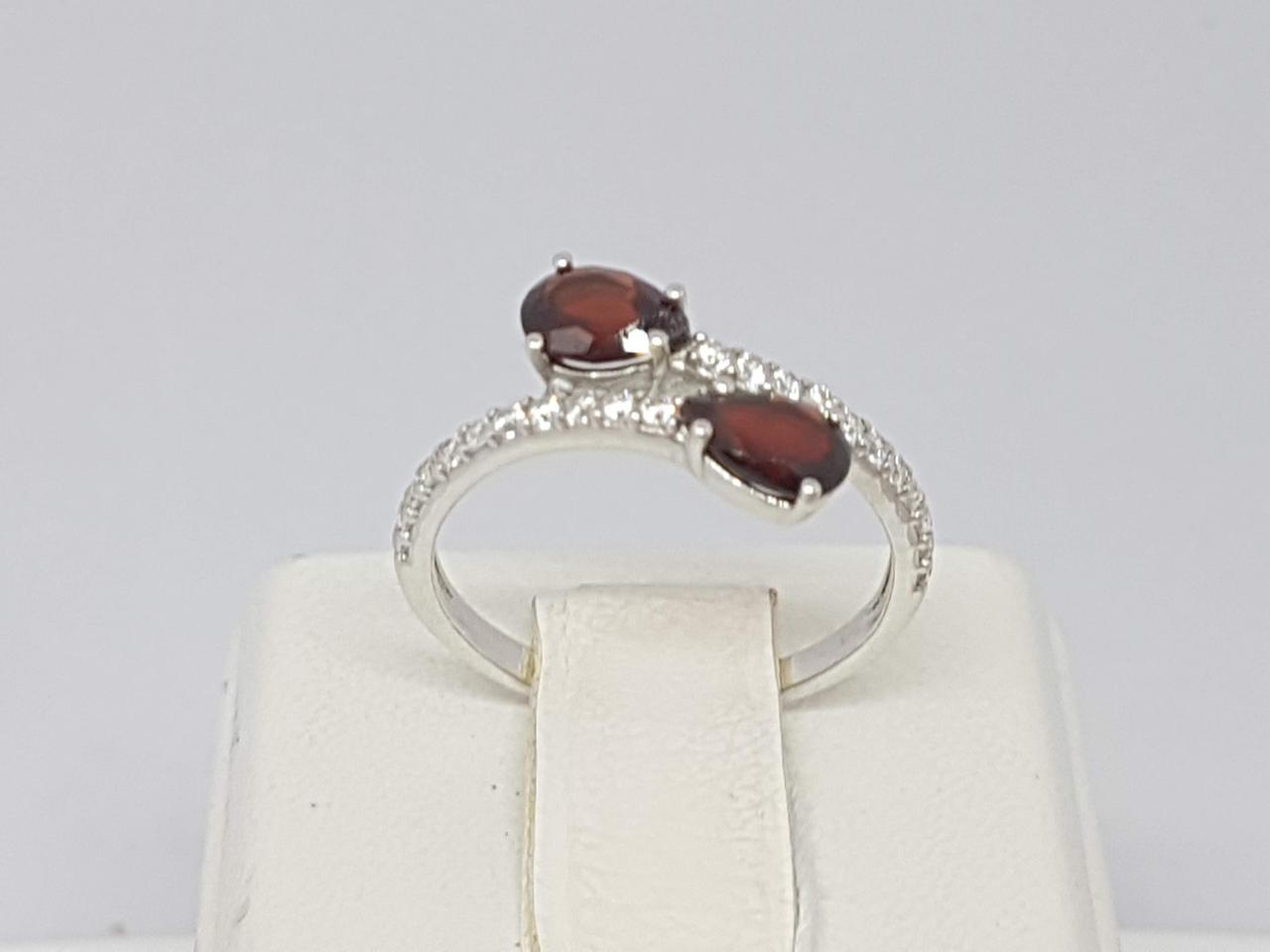 Серебряное кольцо Фламенко с гранатом. Артикул 1367/1Р-GARN 16