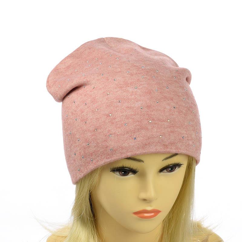 Зимняя шапка из ангоры со стразами
