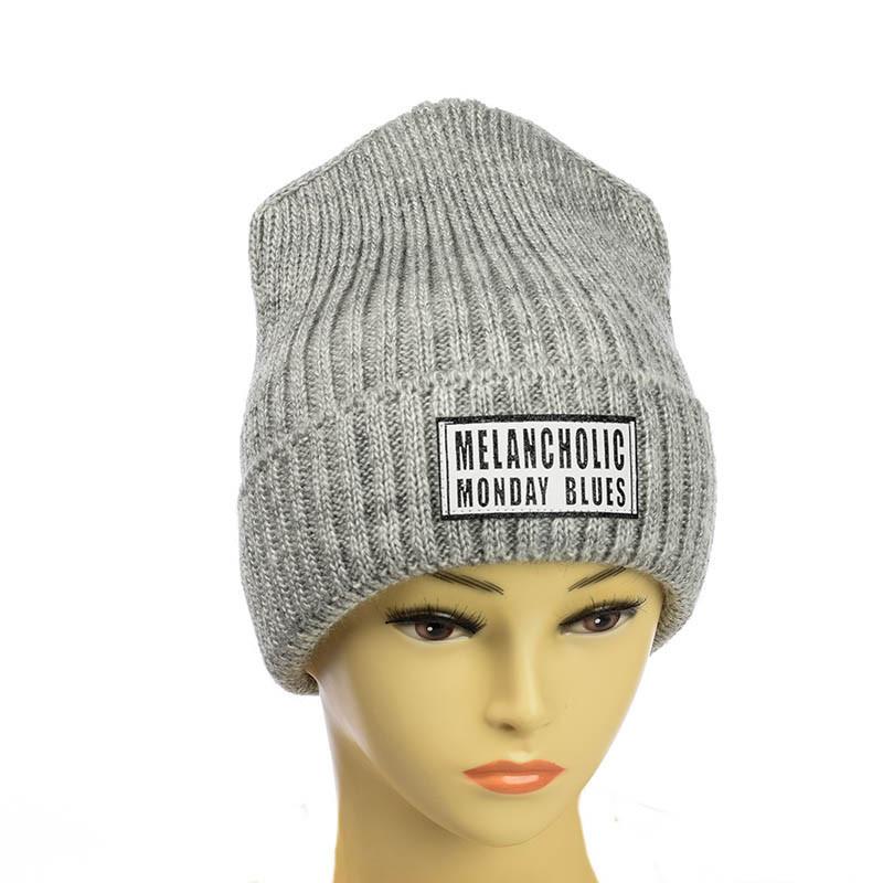 Молодежная шапка с патчем светло-серый