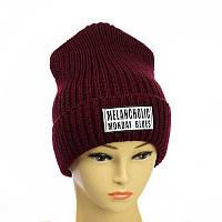Молодежная шапка с патчем бордовый