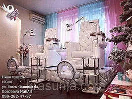Педикюрное кресло Трон Ice Queen, подставка для экспресс маникюра под Трон, стульчик мастера педикюра ZD-2118, тележка косметологическая Estet 3.