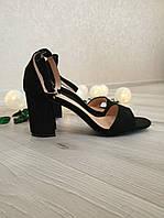 Босоножки черные на невысоком каблуке
