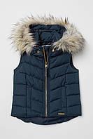 Легкая стеганая жилетка для девочки H&M со съёмным капюшоном синяя на весну или осень