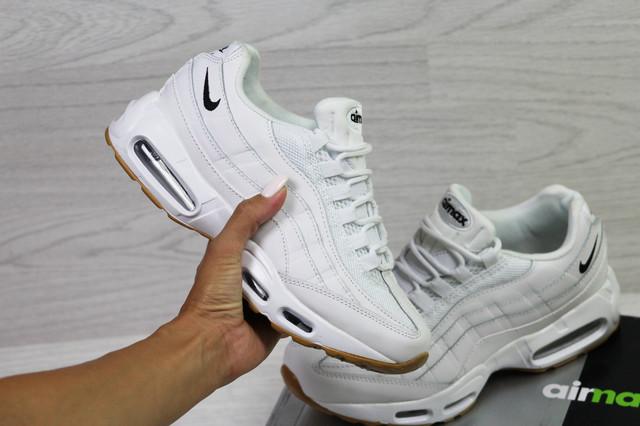 белые кроссовки Nike Air Max фото