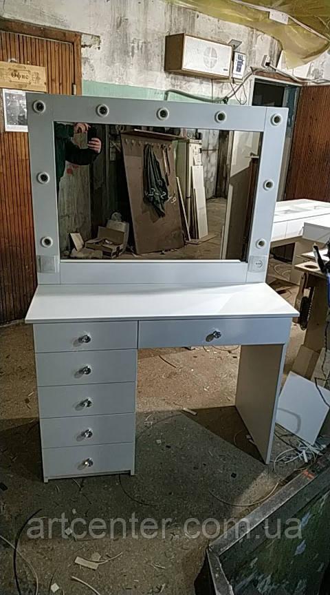 Визажный стол со стеклянной столешницей