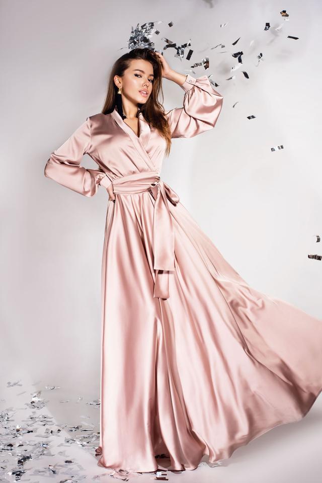 726728f256c Шик этого платья покорит Вас с первого взгляда. Элегантность кроя придаст  Вашему образу ошеломляющий вид. Дизайнерское решение воротник-шаль придает  изделию ...