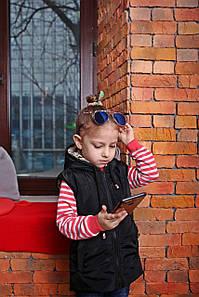 Весенняя детская жилетка с капюшоном черного цвета Новинка Топ продаж
