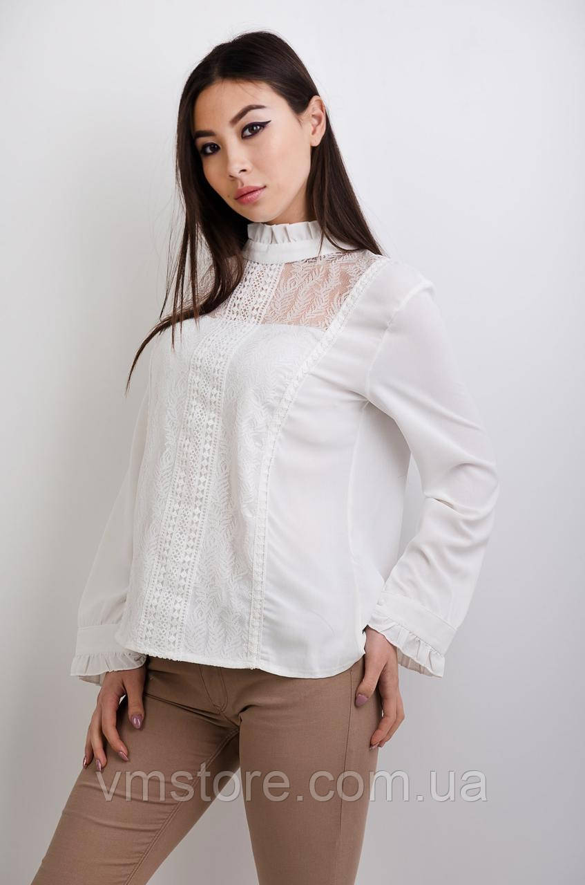 Блузка з гіпюрової вставкою попереду