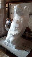 Статуя на могилу Ангел на коленях бетон 83 см  белый
