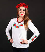 Очаровательная женская вышиванка белого цвета